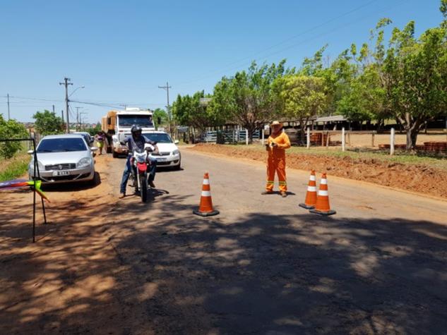 Estrada Aymoré recebe limpeza de margens para início do recapeamento